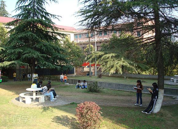 冷水江市高级技工学校环境如何?