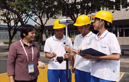 招生对象 全国高中、职中、中专、中技应(往)届毕业生 招生专业 建筑工程管理(注册建造师方向) 培养目标 面向建设工程行业,培养德、智、体、美全面发展,掌握现场施工工艺、建筑工程预结算、资料管理和工程验收等专业技能,并能进行建筑工程质量、进度、安全、成本等方面管理,具有解决建筑施工现场技术问题的能力,能对项目的运作进行统筹管理,胜任项目经理及相关岗位,并具备能做会算善管综合素质,有一定的自我学习、自我发展能力、创新能力和良好的职业素养的高技能应用型人才。 主干课程 建筑制图与识图、建筑构造、建筑