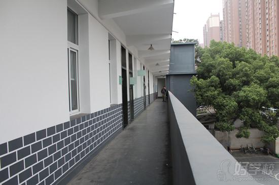 学校外走廊手绘图
