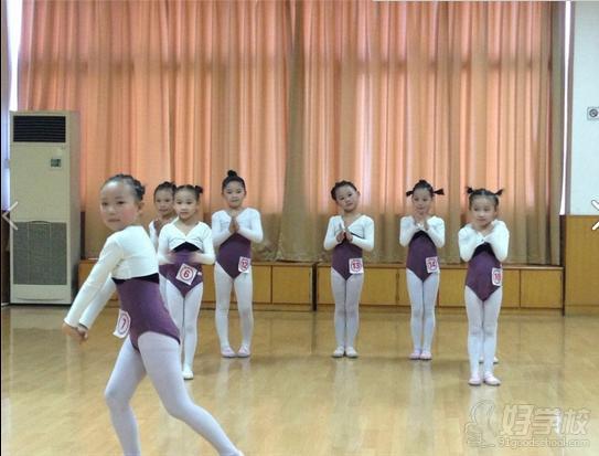 广州少儿中国舞二级培训(32课时)图片