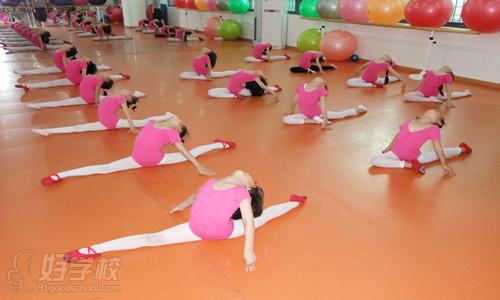 少儿民族舞蹈基本功指导