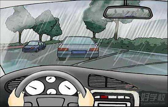 雨天驾车要注意哪些问题?