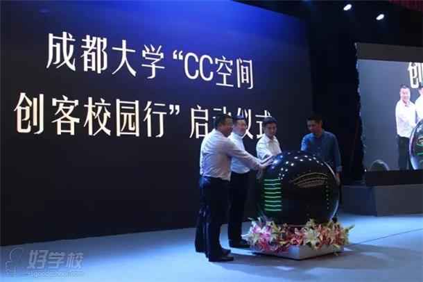 陈抒一、赵怡然、龙图教育总经理王阳先生为学校创业导师,并现场图片