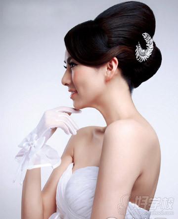 7,娱乐主持人发型设计  8,新闻主持人发型设计  9,多种新娘抓纱的