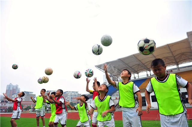 青少年足球训练夏令营