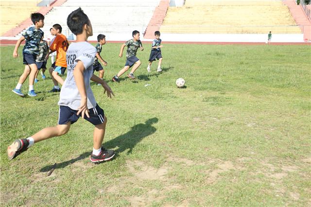 深圳中小学生足尖风暴-青少年足球训练夏令营