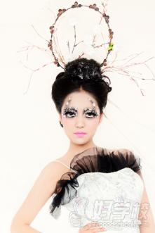 南京市居首美容美发职业培训学校化妆班学员作