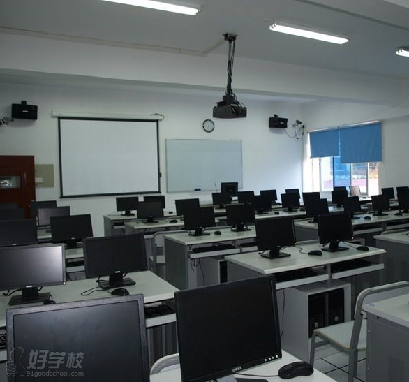 深圳大学继续教育学院职业培训中心课室环境