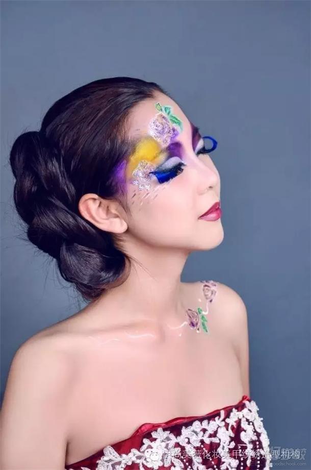 彩绘创意妆面造型  自然通透的底妆,粉嫩的造型,给人甜美的感觉,以
