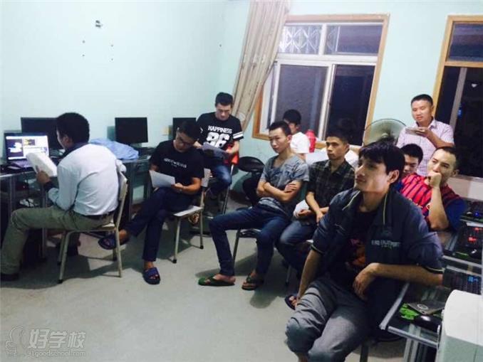 上海专业数控车床操作培训编程-上海攸杰数控眼睛粘教程土人图片