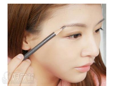 达人指导冬季化妆的正确步骤
