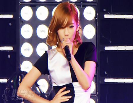 金泰妍是韩国女子组合少女时代的成员