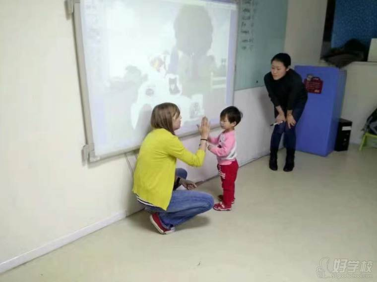 老师与学员上课互动中