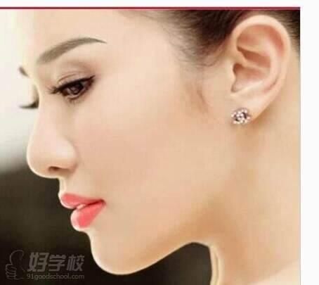 拥有高级美容师,高级纹绣师资格证书 开运相学设计师 世界华人艺术