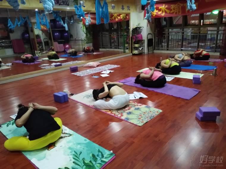 深圳海水瑜伽教学风采