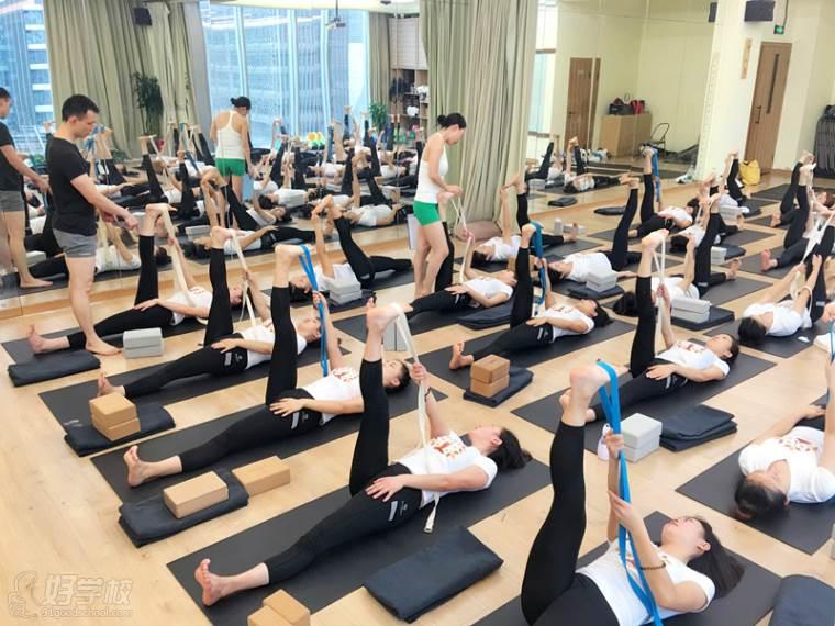 成都零基础瑜伽培训班图片