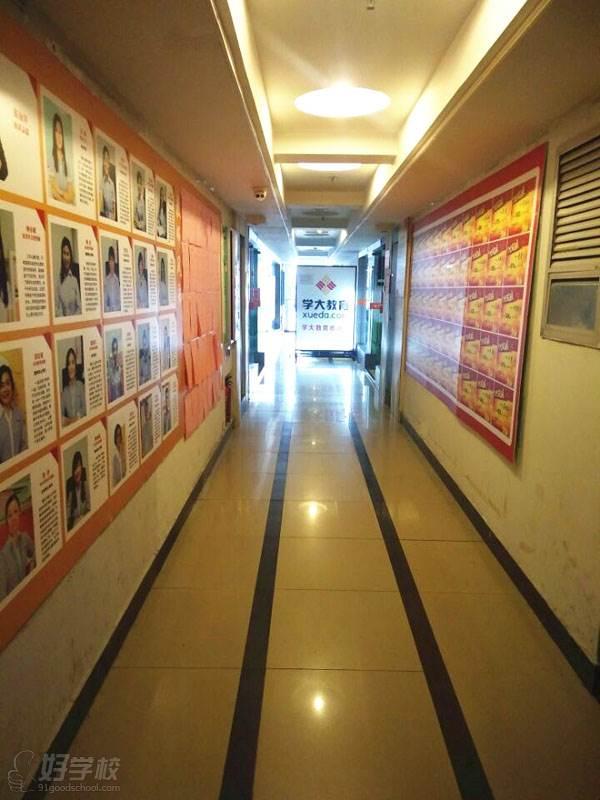 学校走廊环境