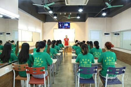 广州南茜美容美发摄影化妆职业培训学院学校简介-好