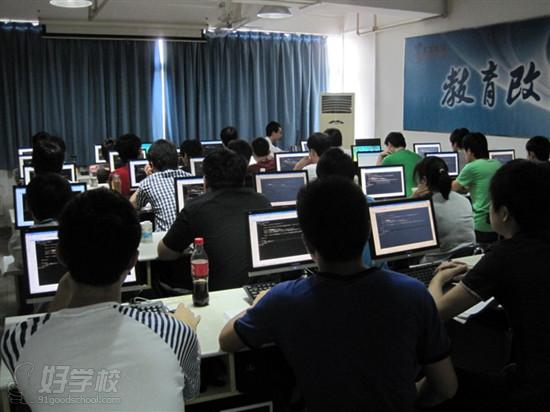 高中生学习广州北大青鸟课程合适吗?就业情况如何?
