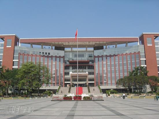 暨南大学校园风光(12张)是中国第一所招收外国留学生的大学.图片