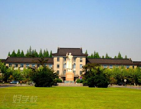 华东师范大学校园风光